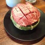 精肉問屋直営焼肉店 やきにくの蔵 - 熟成花咲きトロタン 90g1080円