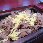 すみ田 - 鰻の代わりに牛肉をのせた『牛肉のせいろ蒸し』を楽しめます。