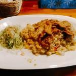 85732169 - チャーハン 750円(税込) ご飯は多分0.8合くらい。具材はかにかま、葱、卵。上には豚バラかな、生姜焼き的なもの。キャベツの細切りを添えて。