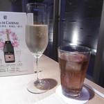 ル・ソレイユ・ルヴァン - ワインコースの泡、宿泊者サービス烏龍茶