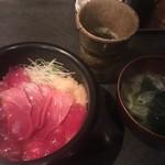 まぐろだけボーノ 白川 - 赤身とろ丼と味噌汁のセット