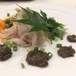 はとのす荘 レストラン - 料理写真:鶏むね肉の白ワイン蒸し ふきのとうの香りのタップナードソース