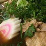 ラーメン浪漫 - 「センレック・ナムトック・ムー」 接写。大量の豚肉もスープと絡み合って実に美味。「おお、これは旨い♪」そう、独りごちてしまった程なのであった。