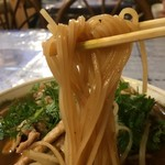 ラーメン浪漫 - 「センレック・ナムトック・ムー」センレックリフト。とても濃厚でコクが深いのだが、それでいて口当たりはさっぱりとしていて、中細の米麺と実に相性が好い物であった。