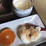 福わ家 - デザート:みかんとミルク餅 柚子茶