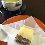 山中温泉 花紫 - 料理写真:丁寧に入れられたお茶は美味しいです。