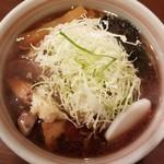 麺屋 おざわ - 料理写真:生姜付きしょうゆらーめん 850円