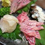 大衆酒場山猫屋 - 料理写真:「刺身盛り合わせ(白身魚でお願い)」。マコガレイ、松川ガレイ(エンガワ付き)、生ダコ、カンパチ。超贅沢!