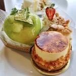 85752376 - メロンシャンティー、オレンジのシブースト、レアチーズ(なめらかレアチーズにクッキークランブルザクザク)