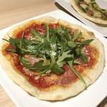 花畑牧場ラクレットチーズ×肉バル ブルーノ東京 - 生ハムとルッコラのピッツァ