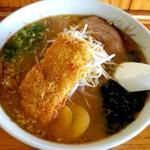 豚太郎 - 料理写真:味噌カツラーメン