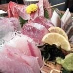 網元料理あさまる - 地魚刺盛¥1,540