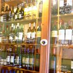 ラ ポスト - ドリンク写真:100種以上もの厳選ワインも当店の自慢。蔵元直送のお値打ち価格で。