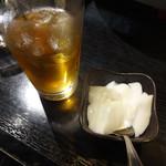 逸品火鍋 - ウーロンハイと杏仁豆腐。