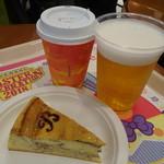 85763605 - マーブルチーズケーキ(500円)と生ビール(750円)とホットティー(320円)