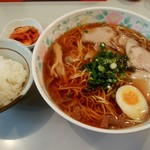 尾道ラーメン 十六番 - 料理写真:ラーメン+ライスキムチのAセット