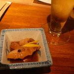 なっぱSUN - お通しは貝のやわらか煮。味がぎゅっと締まっていて美味しい~
