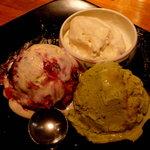なっぱSUN - アイスクリーム3種盛り。1つはすごく珍しいフレーバーだった気がする