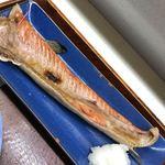 丸青食堂 - 都内で良く販売されている燻製品では無いので、鮭自体の香りが残り、ご飯が進む進む