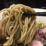 85775965 - 濃厚煮干そば味玉920円の麺のアップ