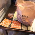 Le Supreme. -