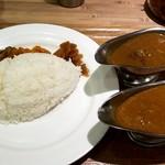 東京カレー屋名店会 - エチオピアチキンカリーと名店会牛スジカレリー
