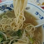 ラーメン福 - 麺は中太の縮れでもなく直でもなく??