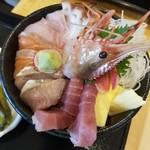 寿都アンテナショップ 神楽 - ネタは新鮮♪海鮮丼