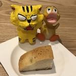 トラットリア レット - ローズマリー風味の自家製パン フォカッチャ ※お代わり自由