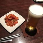 コリアンダイニング けなり - 生ビールと白菜キムチ