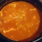 85786760 - 唐辛子の粉が縁に…辛い純豆腐チゲ