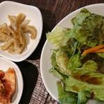 85786764 - 純豆腐チゲセットのサラダ、キムチ、おかず