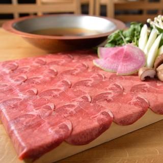 肉の甘み旨味を出す為30日間熟成させたタンを使用しております