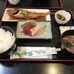 シーサイド原屋 - 煮魚定食