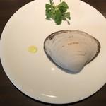 85787152 - ホッキ貝とマンゴーのサラダ仕立て レッドアンディーブ マーシュ レモンのヴィネグレット
