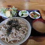 くぬぎむら体験交流館 - 冷汁ごまだれうどん(大)+天ぷら