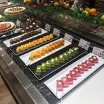 85794138 - お菓子がたくさん。