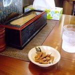 そば処 ひば - 食事の前に蕎麦チップが出ます