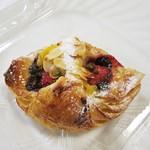 ブルー・デェ・ロシェ - 苺とチョコのデニッシュw 秀逸な逸品ですw