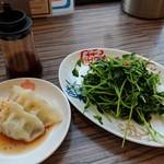 85808908 - 【2018/5】肉水餃子+豆苗いため