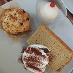 スマイル珈琲 - デザートプレート(コーヒーのシフォンケーキ・チョコバナナのスコーン・ピーチシャーベット)