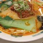 日高屋 - 担々麺、真ん中のひき肉をスープに溶かしました