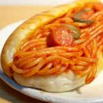 ヨコスカベーカリー - 迫り来るナポリタン! 柔らかい麺に、甘口ケチャップ味。タバスコを掛けても良さそうだ