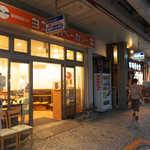 ヨコスカベーカリー - 横須賀中央から徒歩2分、若松中央通りにある「ヨコスカベーカリー」。1928年創業、かなりの老舗である