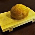オステリア割烹りんどう - パスタに付くパン