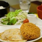 さんるーむ - 豚ロース生姜焼きと卯の花コロッケ定食 1080円