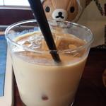 BERTH COFFEE - イートイン。ソイラテ。このサイズで氷ばかりで5百円。。