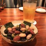 厨房酒場 カモメセラー - 茹で豆でこんぬつわ。