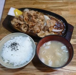 キッチンフレンズ - 生姜焼定食750円