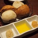 ボスコリサイア - 自家製バターとパン